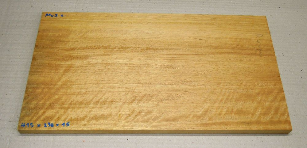 Mv003 Movingui, Nigerian Satinwood 415 x 230 x 15 mm