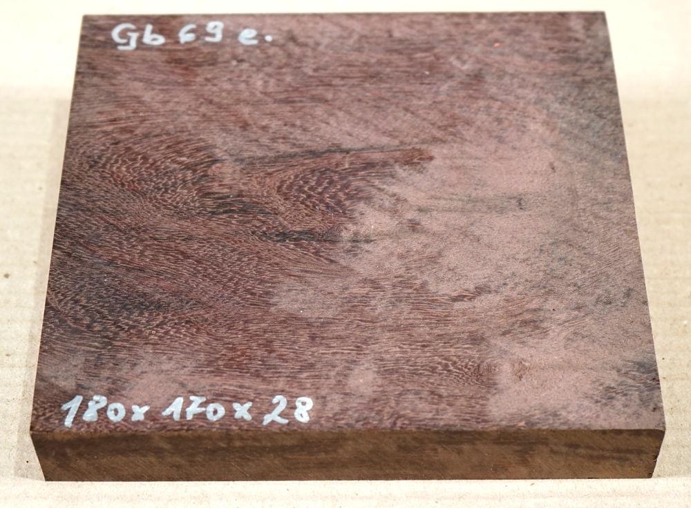 Gb069 Coraçao de Negro, Gombeira 180 x 170 x 28 mm