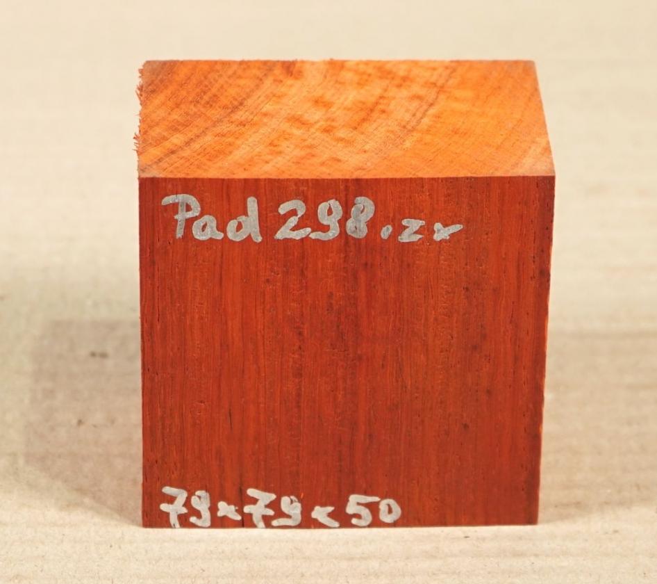 Pad298 Padauk, Coral Wood Block 79 x 79 x 50 mm